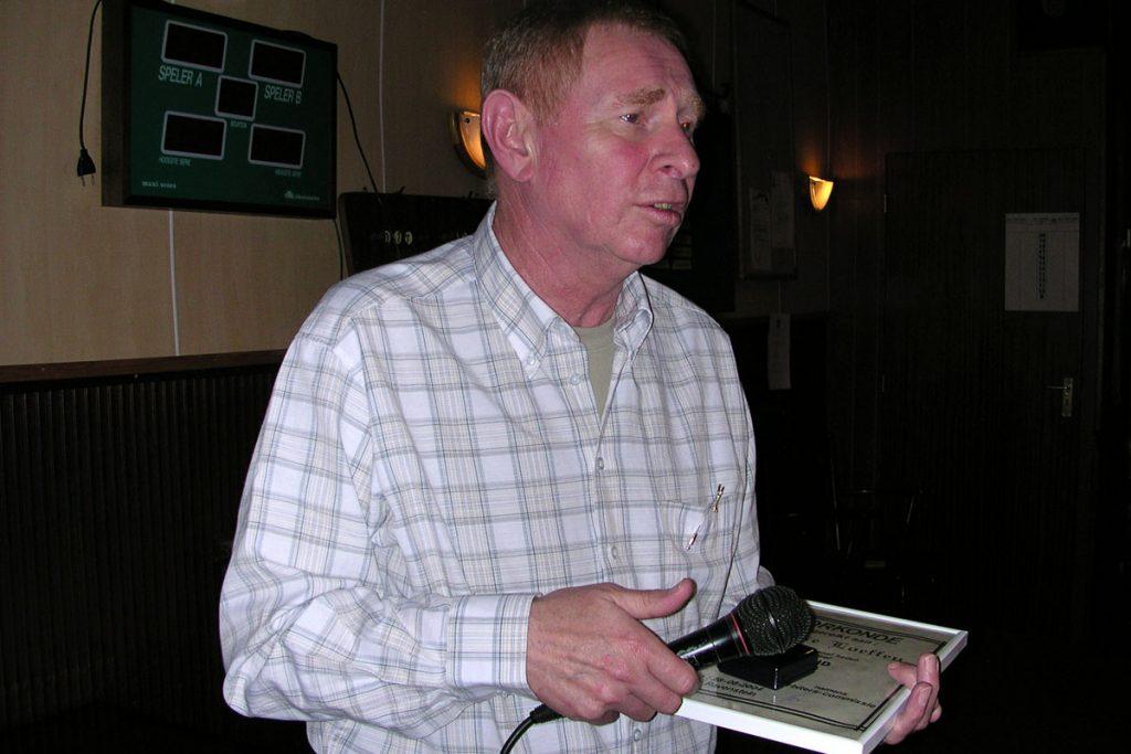 In district Oss werd Harry voor zijn vele diensten in de biljartsport geëerd tijdens het arbiterstoernooi (later van Hinthum-Stoltz toernooi) op 28 augustus 2004 in Ravenstein.