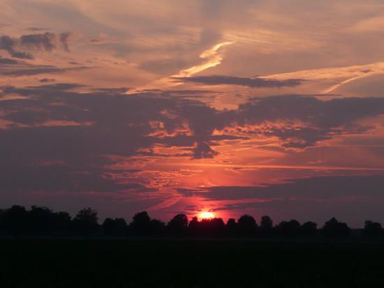 Sjan Arts uit Wilbertoord maakte deze foto van de prachtige zonsondergang in de Princepeel op donderdag 24 juni 2010.