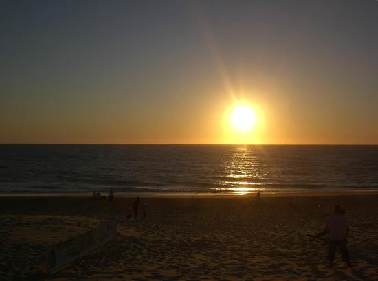 Zonsondergang aan de Franse westkust, ingezonden door Iris Barelds en genomen tijdens de zomervakantie 2007.