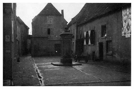 Iets voorbij het postkantoor lag aan de zuidkant van de Klinkerstraat de Botermarkt met zijn karakteristieke oude pomp. Op het pleintje was tevens een boerenbedrijf gevestigd.