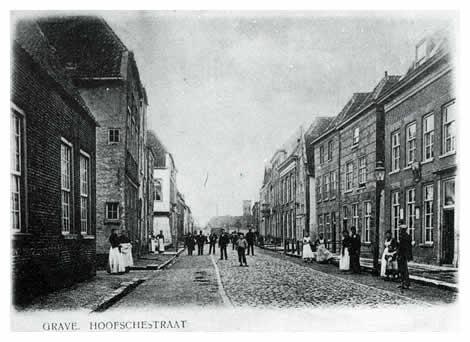 De Hoofsestraat ontleent zijn naam aan het Oude Hof of het Graafse kasteel. Hertog Arnoud van Gelre werd van hier door zijn zoon Adolf in de nacht van 9 op 10 januari 1465 gevankelijk weggevoerd. Het kasteel, waarin later de administratie over het Land van Cuijk gevestigd was, overleefde de belegering van 1674 niet. Het bolwerk bleef echter Kastele heten met het aangrenzend straatje. Pas in later tijd zouden bijgebouwen van het Rijkskrankzinnigengesticht het uitzicht op het restant van de oude vestingwerken wegnemen.