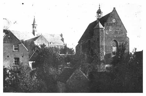 Even ten westen van de St. Elisabethskerk ligt het kerkgebouw van de Hervormden. In 1526 als kapel voor de Graafse begijnen van het klooster Mariengraff gesticht. Na de teruggave van de grote kerk aan de katholieken werd dit godshuis in 1799 geschikt gemaakt voor de Protestantse gemeente. Al eerder had het een tijd lang als Waalse kerk dienst gedaan na het opheffen van het Edict van Nantes in 1685. Op de voorgrond staan nog de resten van het oude nonnenklooster, dat zich tot 1802 ondanks vele beperkingen had weten te handhaven. Helemaal links ligt de Infirmerie.