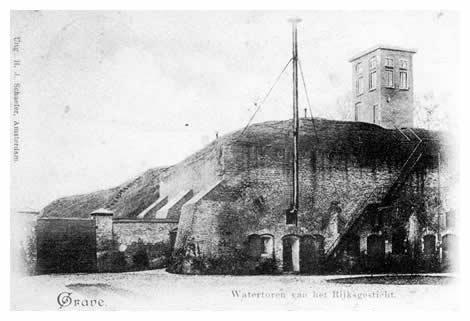 Een stuk van het bolwerk Kastele is het enige wat ons rest van de Graafse wallen. Van deze militaire bezitting, bestaande uit het groot arsenaal, de Zuiderblokkazerne met zijn binnenplaatsen, kruithuis en kazematten, werd in 1896 een Rijkskrankzinnigengesticht gemaakt en de gebouwen werden deels afgebroken. Op het hoogste punt van het bastion is later een watertoren ten behoeve van de instelling geplaatst.