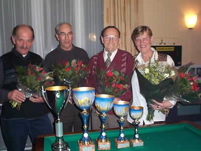 Vlnr. de nrs. 1 t/m 4 van het Kampioenschap der Kampioenen 2002: Jan Rutten, Henk Heinemans, Gerrit Smits en Ria Geurden.