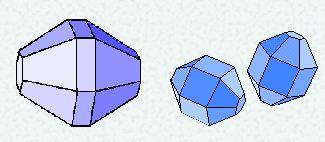 Voorbeelden van een ijskristal zoals betrokken bij kringen van ongewone straal.