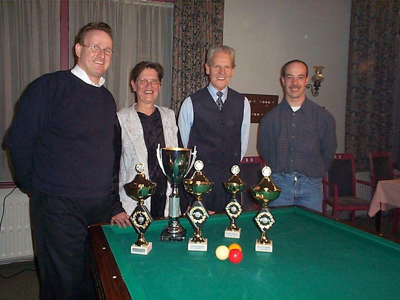 Vlnr. de nrs. 1 t/m 4 van het Kampioenschap der Kampioenen 2001: Toon van Kempen, Ria Geurden, Martien van Roosmalen en John van Workum.