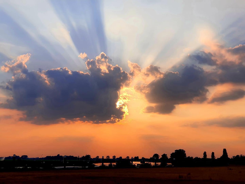 Zonsondergang door Trudy Pieters